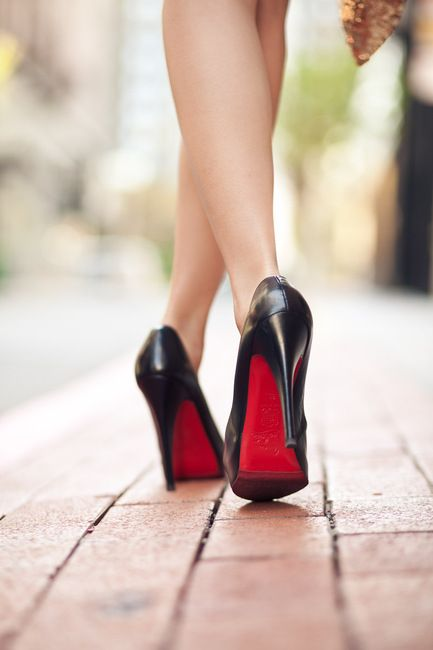 louboutins.: Red Bottoms, Christian Louboutin Shoes, Black Shoes, Black Heels, Christian Loboutin, High Heels, Details Christian, Christianlouboutin, Red Details