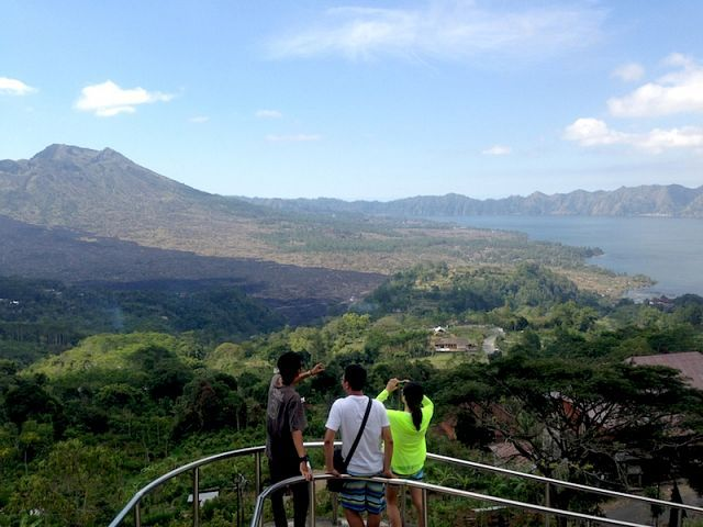 Подъем на действующий вулкан Батур на рассвете