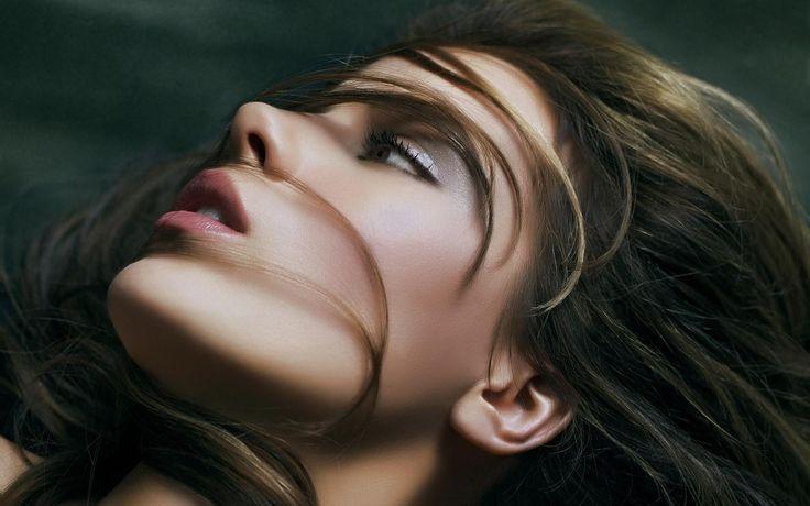 View Beautiful Girl Face Wallpaper