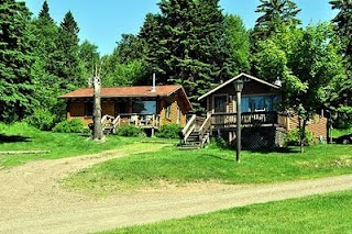 The cabins at Cascade Lodge (Lake Superior). The one on the left is the one we stayed in for our honeymoon.