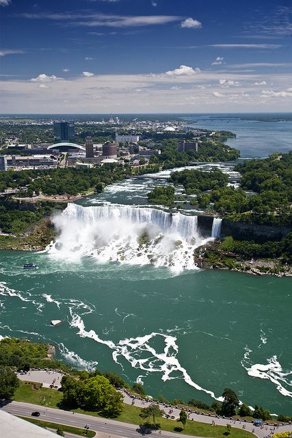 It's a beautiful world - The US side of Niagara Falls (by Hank888).- Different view
