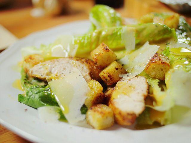 Klasszikus Cézár-saláta csirkével