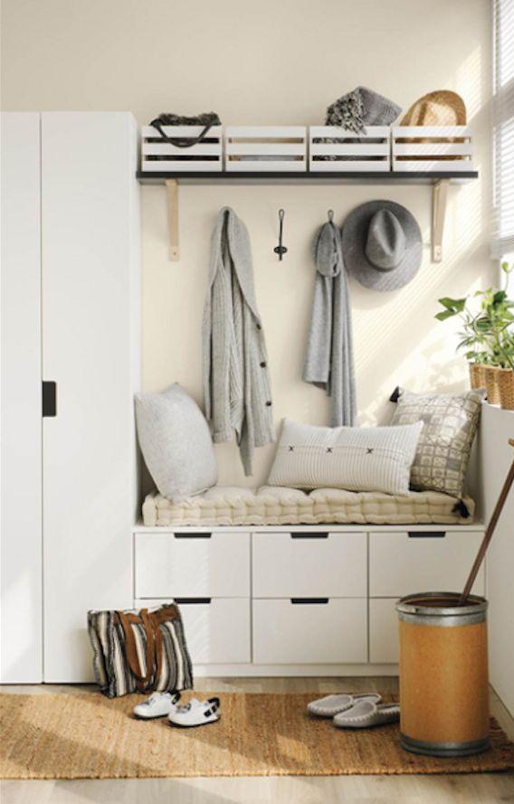 cojines colchoneta en color neutro de muy mucho combinados con mobiliario blanco y textiles y decoracin