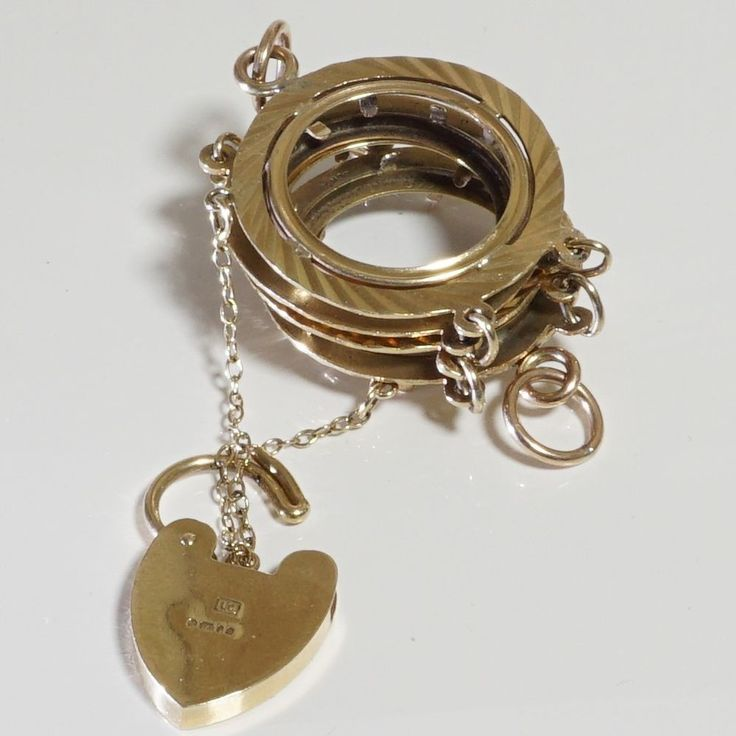 Solid 9ct Gold Sovereign Bracelet with 9ct Gold Heart Padlock, Silver Jubilee.