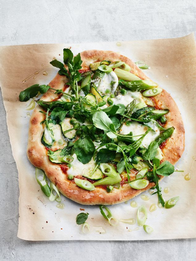 Green veggie pizza.