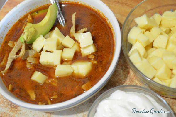 Aprende a preparar sopa de tortilla mexicana con esta rica y fácil receta.  Si te gusta la comida mexicana y te has animado con sus recetas más tradicionales, tienes...