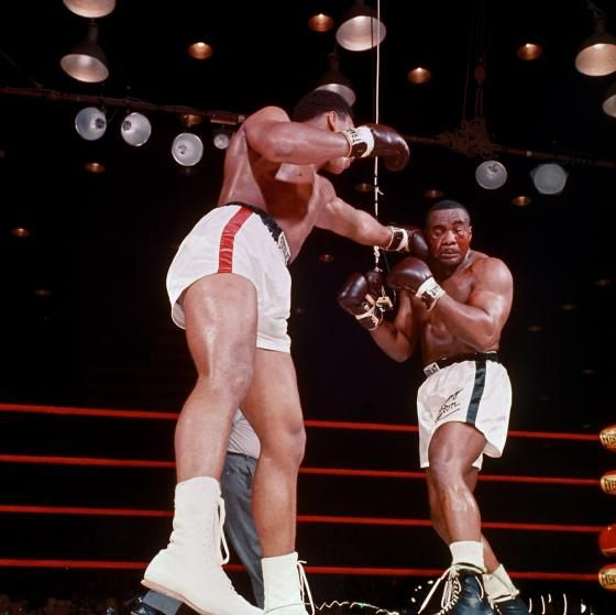 Cassius Clay defeats Sonny Liston
