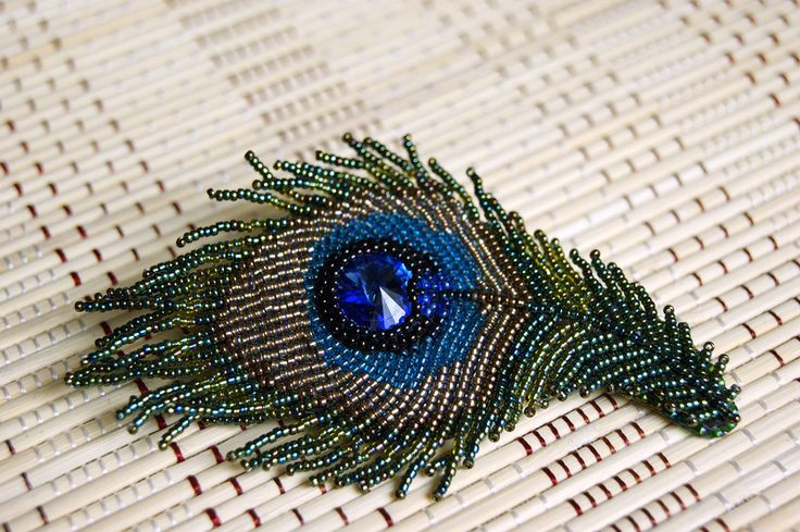 Peacock brooch by Purple Sun @ biser.info (more pics)