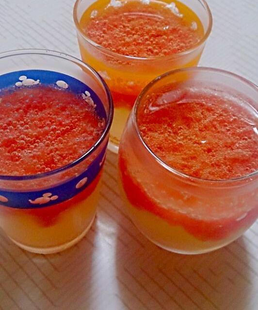 ジンジャエールのジュースでゼリーを作ってみました( ☆∀☆)甘さと苦さがマッチして食後のお口直しサッパリです♪ - 9件のもぐもぐ - ピンクグレープフルーツのジンジャーゼリー by Sonomi Yamaguchi