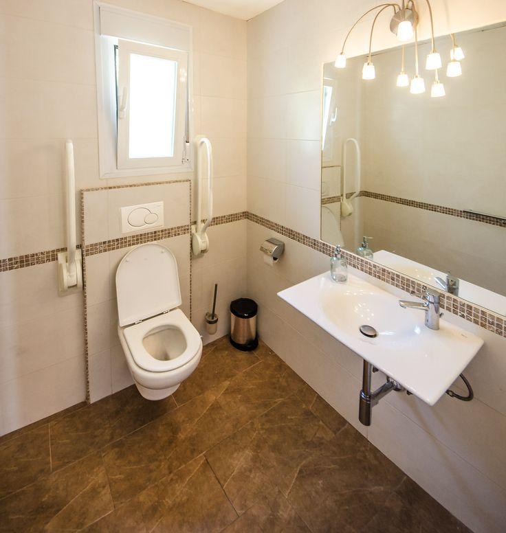 #Aangepaste gasten #toilet van Villa Xenofilia V in Moraira aan de Costa Blanca in Spanje.