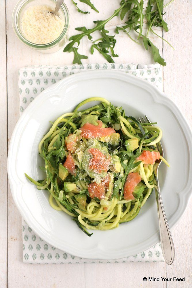 Switch out fish for chicken-Courgette spaghetti met avocado en zalm - Mind Your Feed