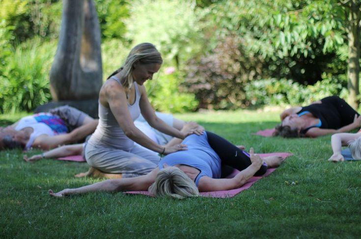 Giv dig selv 3 dages forkælelse, hvor vi dyrker rolig og indadvendt yoga med fokus på åndedrættet. Det bliver en proces, som løsner gamle spændinger indefra, og du oplever, at der frigøres ny energi. På weekenden arbejder vi også med mindfulness meditatio