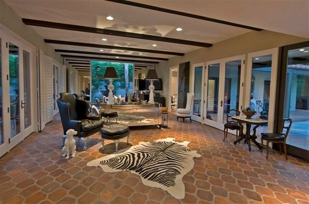 Celebrity Homes Airbnb: Sonny and Cher