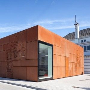 Studio Farris adds rusty steel extension to a library in Bruges