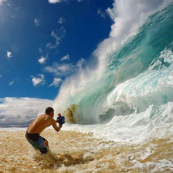 Вот как фотографы снимают гигантские волны на пляже: