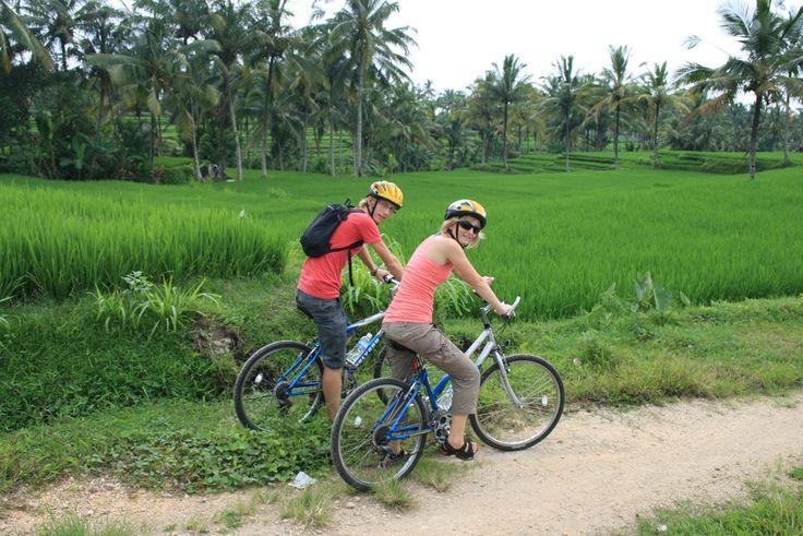 Fiets door de dorpen en leer over het Balinese leven, terwijl de gids uitgebreid vertelt over het leven op het eiland.