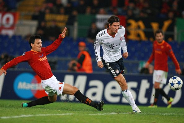 Mario Gomez (R)of FC Bayern Muenchen scores the second goal during the UEFA Champions League Group E match between AS Roma and FC Bayern Muenchen at Stadio Olimpico on November 23, 2010 in Rome, Italy.