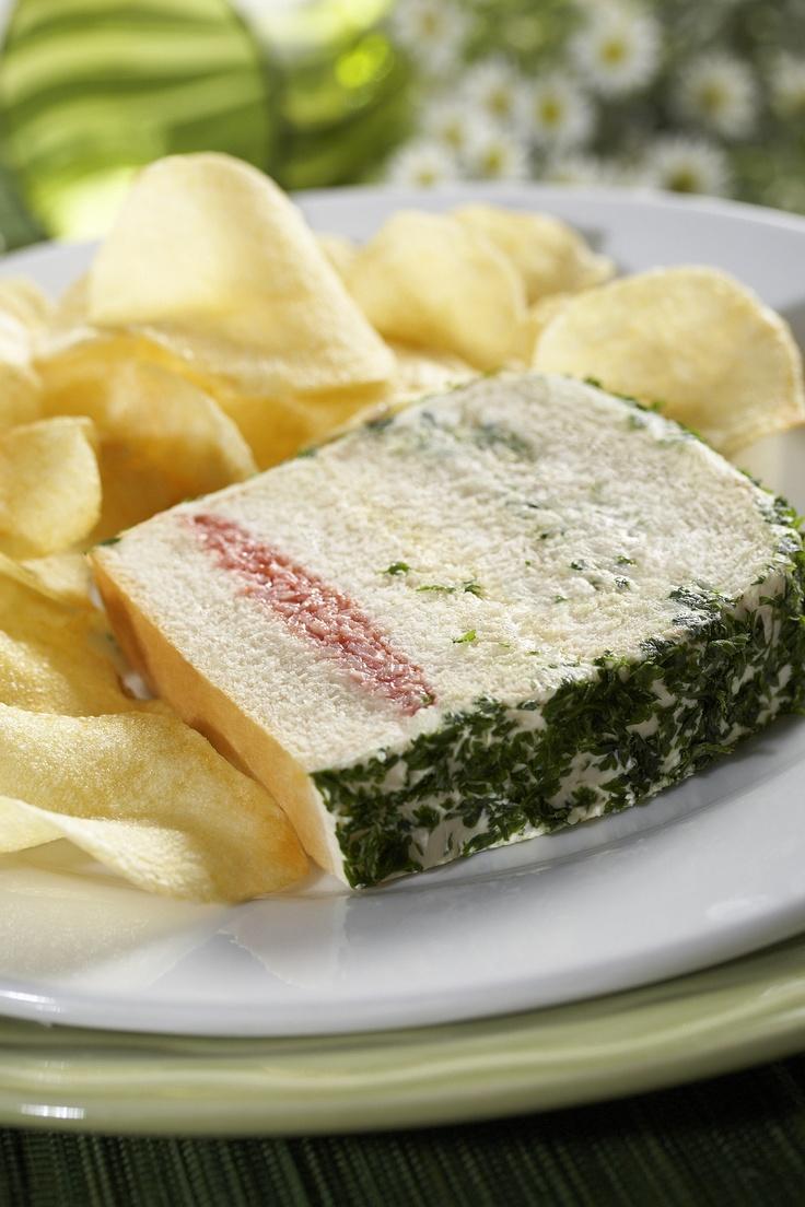 """El almuerzo ideal para finalizar la semana """"SANDUCHE CAMPESTRE"""" de la @reposteriaastor    www.elastor.com.co"""