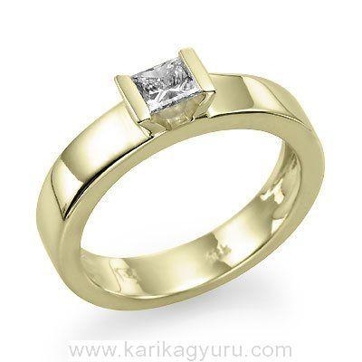 Modern solitaire, egy köves eljegyzési gyűrű, 18K sárga arany foglalatban, igény szerint 0,30ct-0,40ct súlyú princess csiszolású gyémánttal.