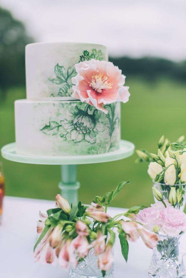 Beautiful artwork on a stunning wedding cake.
