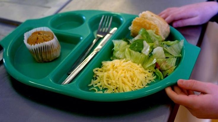 All Scottish pupils in first three years of primary school will get free school meals from January 2015, First Minister Alex Salmond announces.