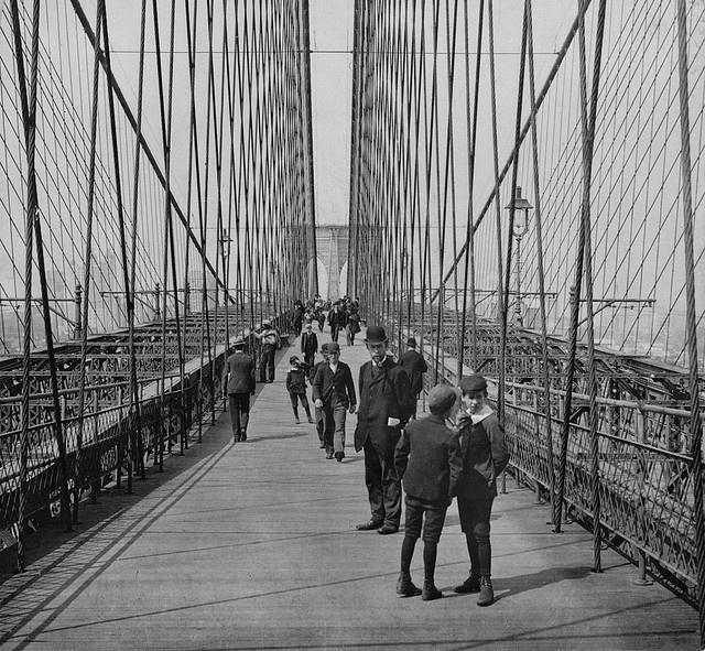 1901c (07) Brooklyn Bridge, New York. Along the walk (LOC)