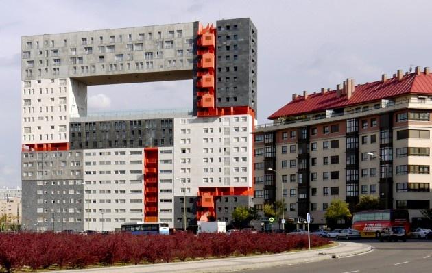 66 melhores imagens de dziwne budynki no pinterest for Casa moderna hlandia