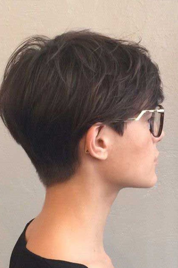 Get a Pixie Cut according to your face shape //  It's common to think you don't have the right face shape to pull off a pixie cut. This guide will show you the opposite. You just have to know what works best for you. 💇🏼♀️