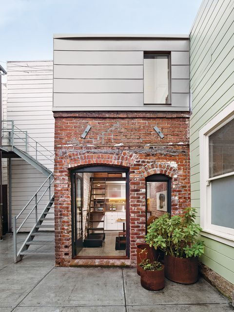 Compact three-story brick loft in San Francisco / Christi Azevedo