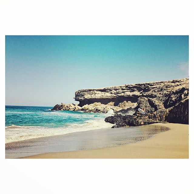 Surfers paradise in La Pared♀️ #canaryislands #fuerteventura #lapared #ocean #beach #summer #fun #nature #colour #beautiful #places #places_wow #travel #explore #live #life #love #me #enjoy #surf #instagood #instadaily #photo #photography #photooftheday #holiday #travelphotography #rocks #view #landscape