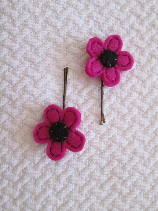Fermagli per capelli: Due forcine con fiore fucsia in feltro - Accessori fatti a mano - Accessori per bambine - Regalo di compleanno di TinyFeltHeart su Etsy
