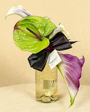 Aranjament sampanie foita de aur si flori exotice: Anthurium si cale
