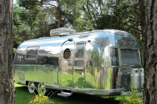 1970 airstream on ebay love the white wall tires camping airstreams pinterest the white. Black Bedroom Furniture Sets. Home Design Ideas