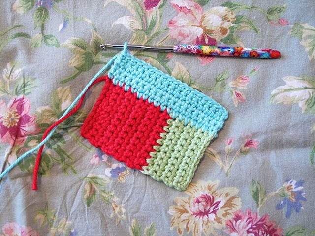 Heidi Bears: Log Cabin Crochet Block Tutorial...and a Giveaway!