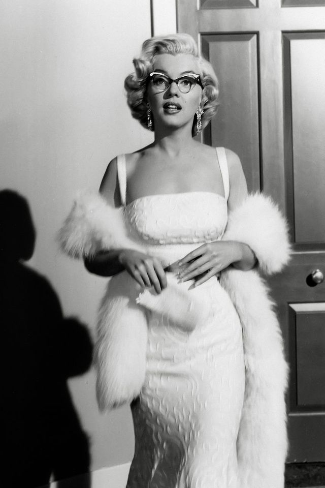 Classic marilyn monroe white dress