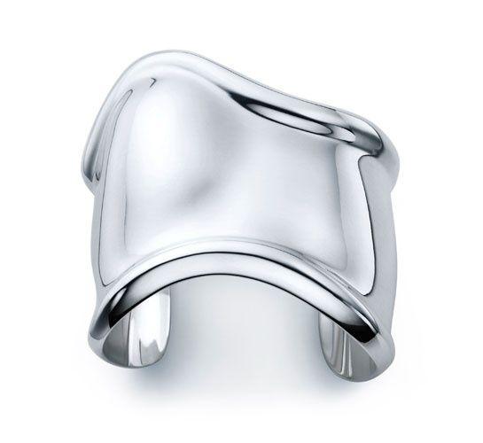 Bracelets de force Bone Elsa Peretti® pour Tiffany & Co. http://www.vogue.fr/joaillerie/shopping/diaporama/bracelets-de-force-hermes-marc-deloche/16063/image/877842#!bracelets-de-force-bone-elsa-peretti-pour-tiffany-amp-co