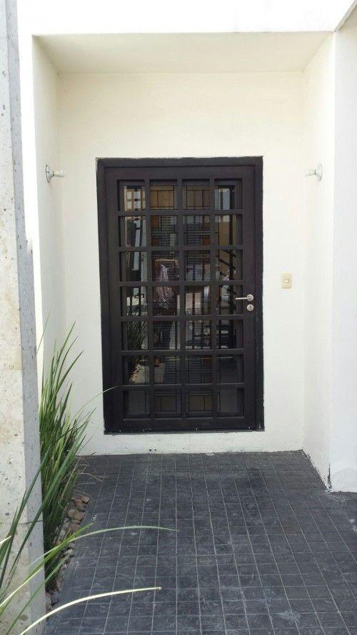 Casa en venta en Cumbres Elite, Monterrey, Nuevo León. Cumbres Elite 7 sector. 270 m2 de construcción y 171 m2 de terreno, lista para habitar. http://www.alfamexico.com/index.php/Page,InmuebleView/RecordId,4974619d-2d4e-8520-df7b-b5c6a9ffb93a