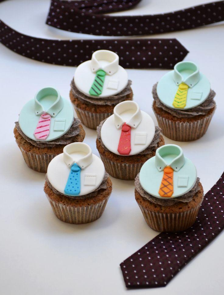 #Cupcakes de #oreo para el Día del #Padre: decorados con #camisas y #corbatas de #fondant. @frostingbcn