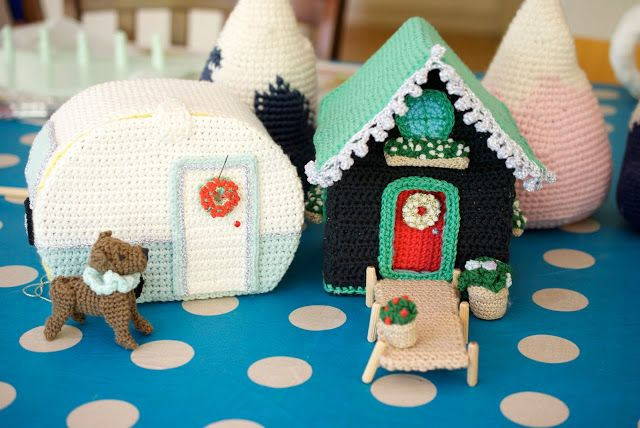 How to Crochet a Mini Christmas Wreath
