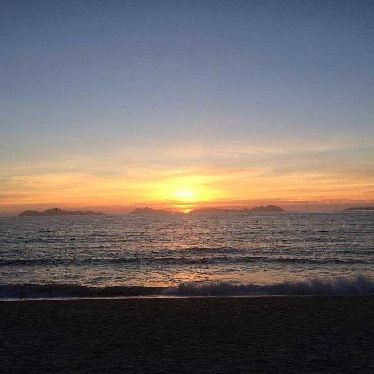 Atardecer en Vigo #sunset  #sun #pretty #beautiful #red #orange #pink #sky #skyporn #cloudporn #nature #clouds #horizon #instagood #gorgeous #warm #view #night  #silhouette #instasky #all_sunsets #Vigo #Galicia #Galifornia #Nofilter #sea #islascíes #Beach