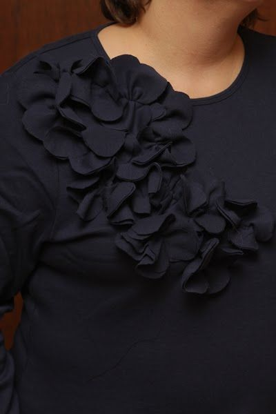 """How To Make an Altered T-Shirt Tutorial"" Flower, ruffle, cheap :) what is not to love. Oh, and it was easy to read, so totally on my hit list.... though I may go bold and mix the colors!"