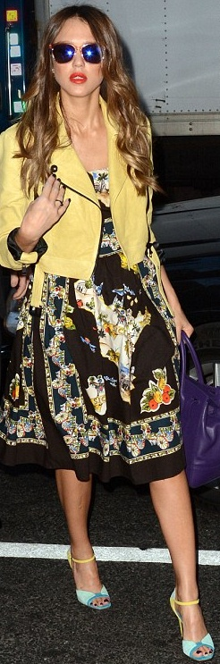 Who made  Jessica Albas yellow jacket, black print dress, jewelry, and blue sandals that she wore in New York?