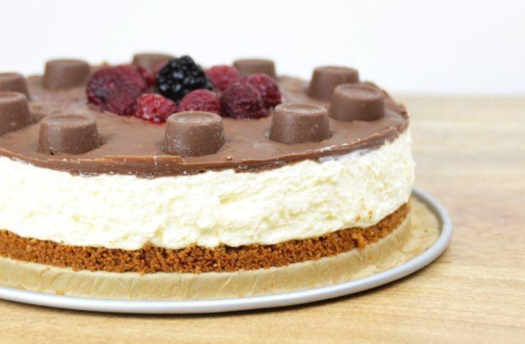 Dacht je alles gehad te hebben op het gebied van heerlijke taarten, kom je deze Tony's Karamel Zeezout Cheesecake met Rolo tegen. Oh well... gelukkig is het bikiniseizoen nog ver, ver weg. Of wou je zeggen dat je de taart van HealthiNut kunt weerstaan?