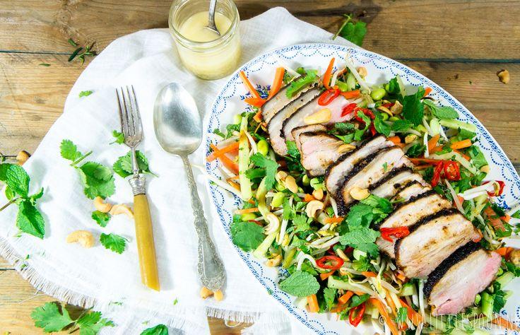 Gelakt buikspek met Aziatische salade