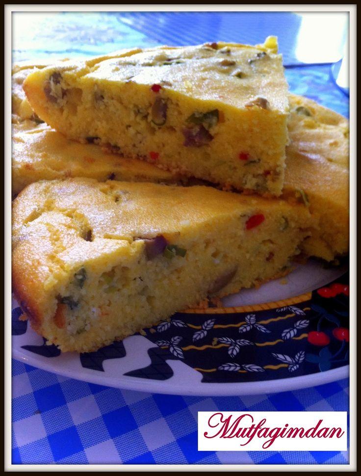 Mutfağımdan: Misir Unu ile Peynir, Yesil Zeytin ve Yesil Soganli Kek