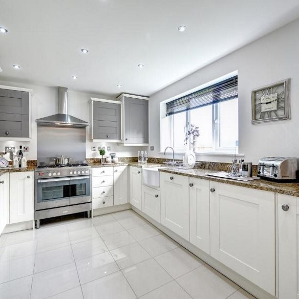 Traditional-style kitchen cabinets can still look contemporary when you add glossy floor tiles, trendy spotlights and silver accessories. #Traditional #Contemporary #Silver #Spotlights #Home #HomeInterior #InteriorDesignIdeas #Inspiration #Kitchen #TaylorWimpey