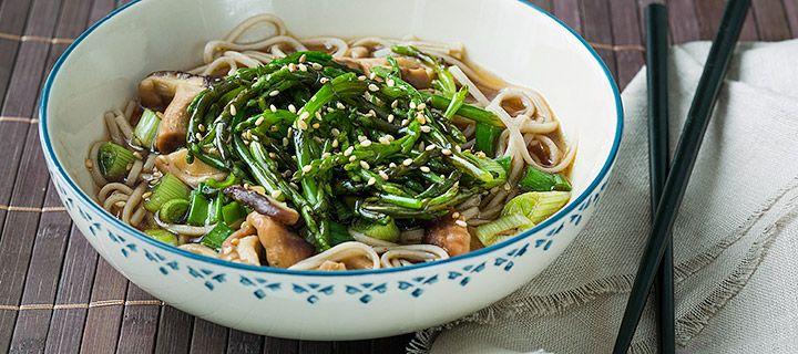 japanse soep met sobanoedels en zeekraal