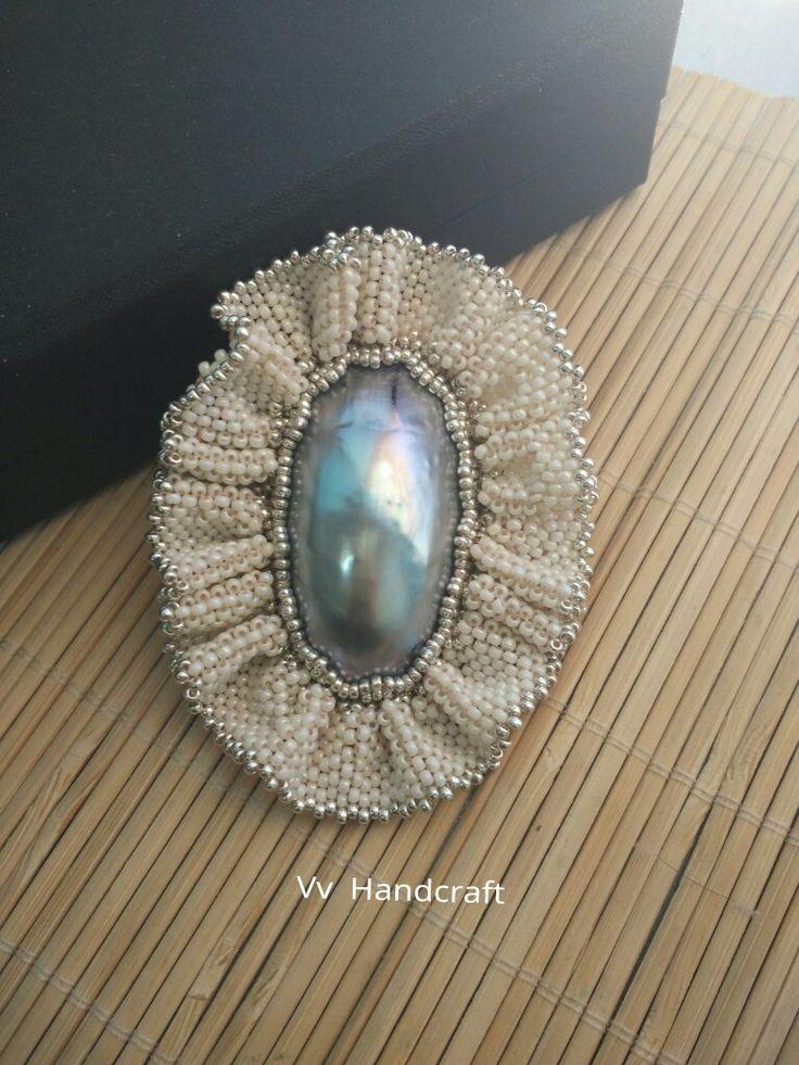 Bros Mother Of Pearl Embroidery  110.000 8cm  Atauu.. Bisa pesan sesuai warna yg kamu inginkan, kontak kami yaa:  BBM  5852F649 WA  08155077333 Instagram: Vv_Handcraft FB: Vivi Nafidzatin Nadhor Fanspage: Vv Handcraft  #vvhandcraft #hijabbrooch #handicraft #handmade #embroidery #brospesta #kerangarcu #motherofpearl #krem #bros #mutiara #beadembroidery #miyuki #glassbead #unik #sumenep #jatim #crafterjatim #brosgelombangcinta
