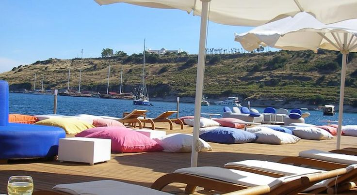 #MaviHotel ,situated along Bodrum Bay and featuring a private beach and a sea view pool. Bodrum Körfezi'nde olan #MaviHotel kendine ait plajı ve deniz manzaralı bir havuza sahip. http://www.mavihotel.com/ #MaviHotel #hotel #bodrum #muğla #mugla #turkey #türkiye #sea #pool #havuz #deniz #beach #kumsal #swim #sun #güneş #summer #yaz #photo #seaview #travel #traveller