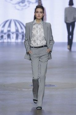AW1415 SIS collection by Spijkers en Spijkers @ Amsterdam Fashion Week spijkersenspijker... #amsterdamfashionweek #sis #sisbyspijkersenspijkers #spijkersenspijkers #fashion #mode #style #cloud #print #blouse #blazer #flairpants #suit #grey #cute #outfit #inspiratie #inspiration #streetstyle